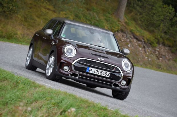 2016 Mini Clubman Cooper S Front Three Quarter 03